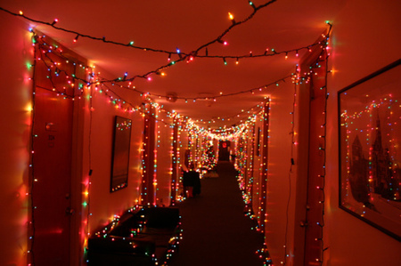 home_design_christmas_decorating_ideas_dorm_room_cooking_for_christmas_in_the_commons_500x332